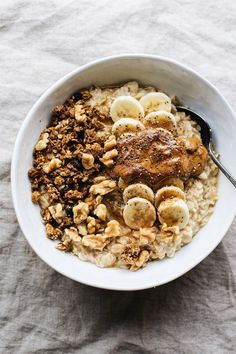 Butter Banana Oatmeal This Almond Butter Banana Oatmeal is so easy to make and is a delicious healthy breakfast.This Almond Butter Banana Oatmeal is so easy to make and is a delicious healthy breakfast. Healthy Breakfast Recipes, Healthy Drinks, Healthy Snacks, Healthy Eating, Healthy Recipes, Oats Recipes, Breakfast Ideas, Dinner Healthy, Healthy Life