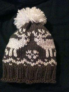 Cappello in lana a maglia rasata e ricami a punto maglia.