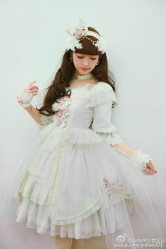 Lolita Girl / Cute Dress / Headband / Kawaii Fashion Photography / Cosplay // ♥ More at: https://www.pinterest.com/lDarkWonderland/