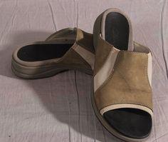Women's Sandals Clarks Gray Low Size 7 M Leather Slides #Clarks #Slides