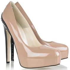 I need a new pair of nude heals.