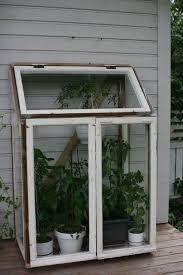 Greenhouse made of old windows Indoor Greenhouse, Small Greenhouse, Greenhouse Plans, Greenhouse Wedding, Greenhouse Kitchen, Homemade Greenhouse, Commercial Greenhouse, Greenhouse Interiors, Herbs Indoors