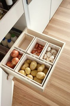 So schafft ihr in der kleinsten Küche jede Menge Stauraum – Style. So you create a lot of storage space in the smallest kitchen - style. Storage for potatoes, onions and Co in boxes for the kitchen. Kitchen Organization Pantry, Home Organisation, Kitchen Storage, Storage Spaces, Organized Kitchen, Organization Ideas, Kitchen Pantry Design, Pantry Storage, Kitchen Layout