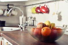 Bol fruits sur comptoir de cuisine