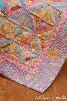 Maries quilts: Лоскутное шитье - string blocks, but the quilting arcs make it look entirely different