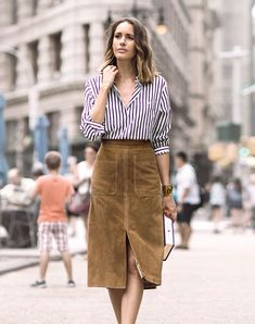 Picture Of Feminine Suede Skirt Outfits 8 Skirt Outfits, Fall Outfits, Fashion Outfits, Business Rock, Vetement Fashion, Paris Mode, Moda Chic, Suede Skirt, Leather Skirt