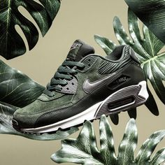 Nike Womens Air Max 90 Leather  carbon green Nike Free Runners 33908dd8f
