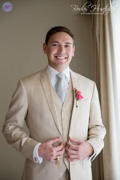 Wedding Expert Tips: Groom's Style For a Beach Wedding