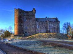 Scottish whisky and castles tour , Two ancient Scottish castles and a Highland distillery are in tour – Stirling Castle , Doune Castle, Deanston Distillery Outlander Filming Locations, Outlander Tour, Game Of Thrones Castles, Stirling Castle, Scotland Tours, Edinburgh City, Fort William, Scottish Castles, Medieval Castle