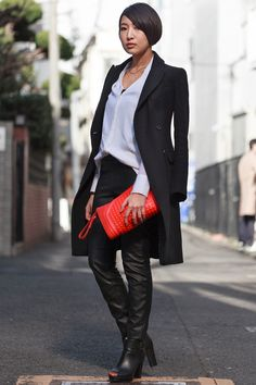 Meiji-jingumae, TOKYO. Miho Asai, graphic designer. Zara coat and bag, Helmut Lang blouse, H&M pants, vintage shoes.