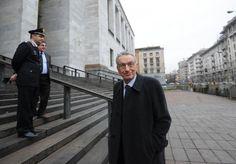Un uomo distinto, gentile. Un punto di riferimento per la Procura di Milano e i magistrati. Un re della scacchiera della Giustizia negli anni dei misteri e degli scandali