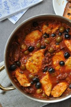 Csak a Puffin Chicken With Olives, I Foods, Poultry, Broccoli, Food To Make, Chili, Chicken Recipes, Curry