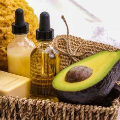 Lippenpflege selber machen - Lippenpflege Rezept für Lippenbalsam mit UV-Schutz mit Avocadoöl - Das Öl der Avocado gilt als Anti-Aging-Öl, das Haut und Lippen vor dem Austrocknen schützt ...