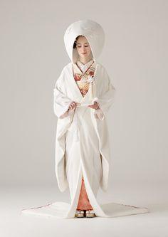 e1e79bb01f508 海外セレブご用達のデザイナーの日本初上陸ブランドやバリュエーション豊富なオリジナルカラードレスも人気。ウェディングドレスのレンタル はオーセンティック銀座で。