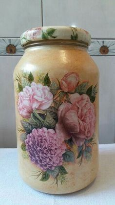 Shows that any kind of jar can be made into something so pretty. Yeah for decoupage. Diy Decoupage Jar, Diy Decoupage Tutorial, Decoupage Vintage, Wine Bottle Art, Wine Bottle Crafts, Mason Jar Crafts, Mason Jars, Recycled Glass Bottles, Glass Jars