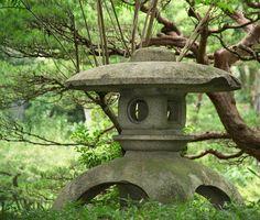 Guide on things to see and do in Hiroshima & Miyajima, Japan. Japanese Garden Lanterns, Japanese Stone Lanterns, Japanese Garden Design, Japanese Landscape, Japanese Gardens, Chinese Lanterns, Japanese Lighting, Japanese Lamps, Japanese Pagoda