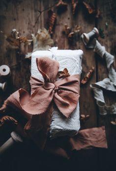 Christmas Mood, Christmas Gifts, Modern Christmas, Christmas Goodies, Creative Gift Wrapping, Wrapping Ideas, Call Me Cupcake, Furoshiki Wrapping, Advent