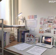 Room Design Bedroom, Room Ideas Bedroom, Bedroom Decor, Desk Inspiration, Desk Inspo, Deco Cool, Study Room Decor, Cute Room Ideas, Minimalist Room