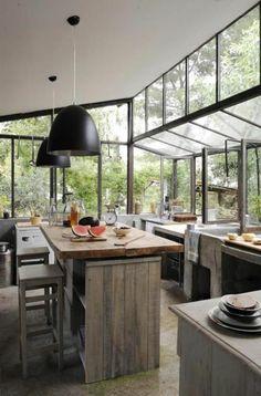 verriere loft dans la cuisine en bois massif