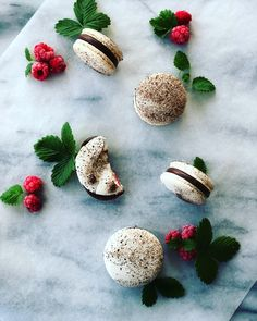 It's a new year! How exciting is that!? And new years means new awesome recipes coming your way. Starting with this yummy little gem, the macaron, this time fi