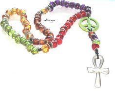 rosario realizado en cuero con cuentas de resina y zamak baño de plata. El símbolo de la paz es turquesa pintada Medida collar: 90 cm + Medida colgante: 21 cm