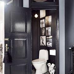 Even the smallest room in the house should be inspiring and beautiful ❤️️ @marieolssonnylander  #interior #interieur #boho #bobo #bohemian #howiboho #rustic #modernrustic #ethnic #boheme  #scandi #scandinavian #scandinave #nordic  #industrial #plants #interiordesign #vintage #cosycorner #salledebain #finditstyleit #decor #france #boligliv  #bathroom #darkwalls #marieolssonnylander