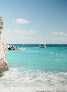 Ocean Waters of Capri | photography by http://www.lauraivanova.com/