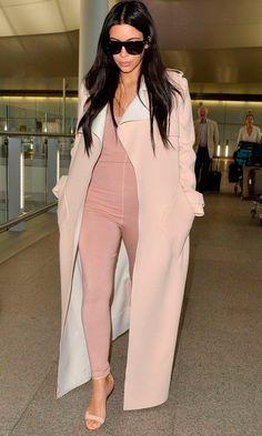 Celebrity Street Style Picture Description 15 Times Kim Kardashian Looked Bomb As Looks Kim Kardashian, Estilo Kardashian, Kardashian Style, Kim Kardashian Pregnant, Pregnancy Wardrobe, Pregnancy Outfits, Pregnancy Style, Maternity Wardrobe, Second Pregnancy