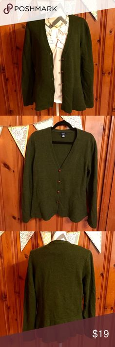 Hunter Green Lambswool Blend Chaps Cardigan Comfy, cozy, warm wool cardigan. Gently used condition. Hand wash and lay flat to dry. Wears well with jeans, dresses, skirts, and boots. Perfect for the cool months ahead. Flares slightly out  at the bottom. Chaps Sweaters Cardigans