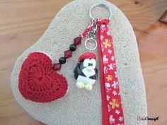 porte clés bijou de sac ou de voiture pingouin porcelaine froide coeur crocheté perles rouge noir  http://www.alittlemarket.com/boutique/creaconcept-899765.html