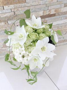 # Vress et Rose # Wedding # white # Round # bouquet #clutch bouquet # natural# Flower # Bridal # ブレスエットロゼ #ウエディング# ホワイト#グリーン#シンプル #ラウンド# ブーケ# ナチュラル#小花#ユーチャリス#バラ# ブライダル#結婚式
