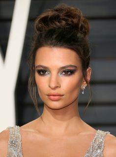 Emily Ratajkowski Photos Photos - US actress and model Emily Ratajkowski arrives to the Vanity Fair Party following the 88th Academy Awards at The Wallis Annenberg Center for the Performing Arts in Beverly Hills, California, on February 26, 2017.  / AFP / JEAN-BAPTISTE LACROIX - 2017 Vanity Fair Oscar Party Hosted By Graydon Carter - Arrivals