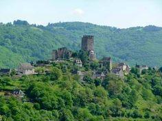 Château de Valon dans le Carladez en Aveyron