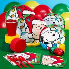 Hello, Charlie Brown! Enjoy a festive holiday meal with these Peanuts Snoopy and Charlie Brown Holiday Lights party supplies.This fun and festive design will liven up any holiday celebration!