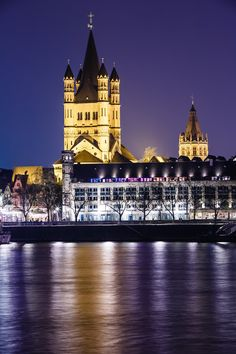 Take a break from Christmas sightseeing or shopping and celebrate the season with this 2-hour cruise along the Rhine River from Düsseldorf.