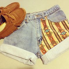 high waisted fit tribal print size 9 waist *not the exact picture of shorts ,they're on darker denim shorts* Short Outfits, Boho Outfits, Cute Outfits, Fashion Outfits, Diy Clothing, Sewing Clothes, Diy Shorts, Tribal Shorts, High Waisted Shorts Outfit