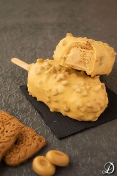 Ice cream with salted butter caramel Speculoos Easy Ice Cream Recipe, Healthy Ice Cream, Vegan Ice Cream, Ice Cream Recipes, Ice Cream Desserts, Frozen Desserts, Frozen Treats, Sorbet Ice Cream, Ice Cream Pops