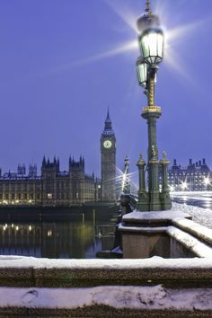 Snowy Westminster, London  (by Andrew Thomas)