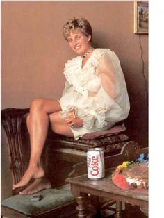 Princess Diana and Diet Coke. Princess Diana posing for a portrait by artist, Nelson Shanks Princess Diana Photos, Princess Diana Fashion, Princess Diana Family, Royal Princess, Princess Of Wales, Lady Diana Spencer, Looks Kate Middleton, Princesa Kate Middleton, Gisele Bündchen