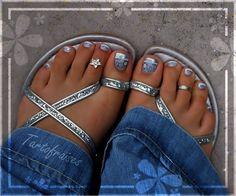 Love this toenail art!