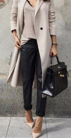 Top 10 Latest Casual Fashion Trends This Summer maxi coat spring outfit idea The Best of street fashion in Komplette Outfits, Spring Outfits, Casual Outfits, Fashion Outfits, Fashion Ideas, Casual Jeans, Dress Fashion, Casual Work Outfit Winter, Fashion Clothes