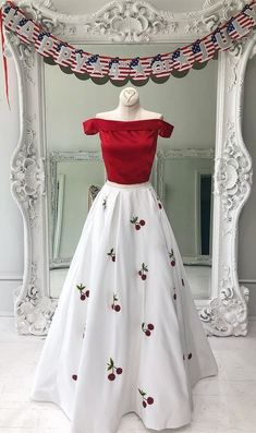 2018 Long Sleeve Gold Prom Dresses,Long Evening Dresses,Prom Dresses On Sale Want a glamorous red carpet look for a fraction of the price? Gold Prom Dresses, Indian Gowns Dresses, Indian Fashion Dresses, Prom Dresses For Sale, Indian Designer Outfits, Party Wear Dresses, Modest Dresses, Stylish Dresses, Pretty Dresses