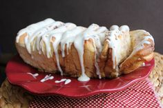Cinnamon Pull-A-Part Bread. I really like this recipe because you put it together and then let it rise 20 minutes before baking, so there's not a bunch of steps all spread out. This is a delicious, easy alternative to cinnamon rolls. Yummy Treats, Delicious Desserts, Dessert Recipes, Yummy Food, Breakfast Recipes, Easy Desserts, Breakfast Ideas, Cinnamon Pull Apart Bread, Cinnamon Bread