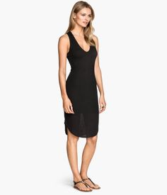 H&M Ribbed Jersey Dress $17.95 DESCRIPTION Sleeveless, V-neck dress in ribbed jersey. Racer back, rounded hem, and jersey lining. DETAILS 61% polyester, 39% rayon