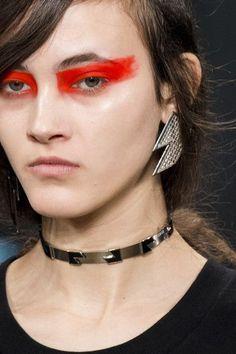 Versus Versace at London Fashion Week Fall 2017 - Details Runway Photos
