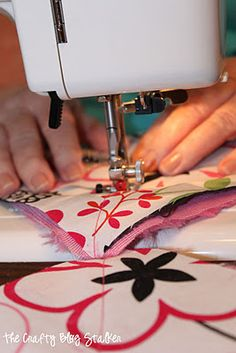 The Crafty Blog Stalker: Minky Rag Quilt:   **Using Minkee, Flannel & Cotton fabrics