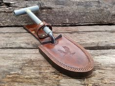 Custom leather sheaths, pouches and thigh rigs for the outdoor and metal detecting comunity.