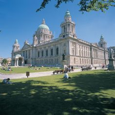 Located in Donegal Square in the heart of the city center, Belfast City Hall boasts awesome architecture and an array of historic sculptures.