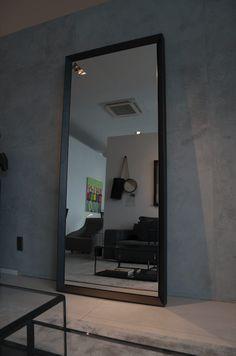 Lustro Icon Concept Design - najwyższej jakości, duże, włoskie lustro osadzone w pięknej, metalowej ramie o grubości 90mm i 40mm.