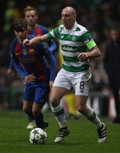 Scott Brown of Celtic controls the ball during the UEFA Champions League match between Celtic FC and FC Barcelona at Celtic Park Stadium on November 23, 2016 in Glasgow, Scotland.